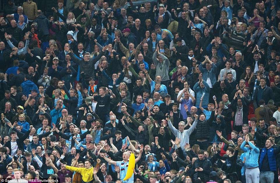 Man City đánh bại Tottenham, chạm tay vào ngôi vô địch - Ảnh 4.