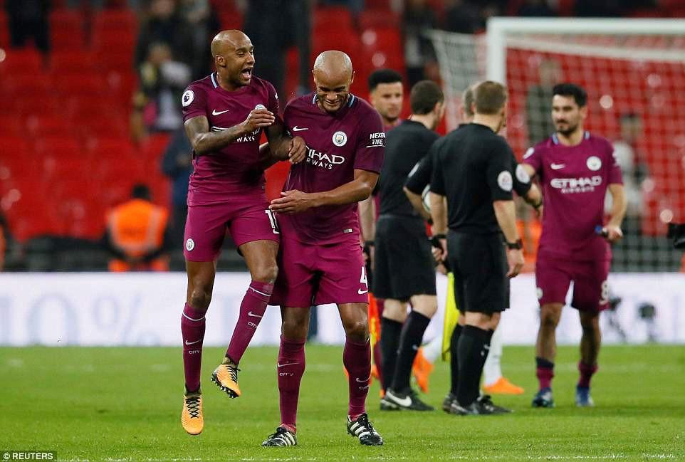 Man City đánh bại Tottenham, chạm tay vào ngôi vô địch - Ảnh 14.