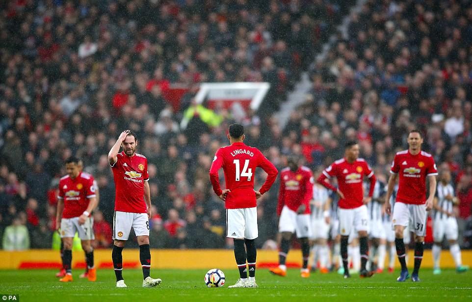 HẠ MÀN: Man Utd bại trận, dâng Cúp vô địch Premier League cho Man City - Ảnh 3.