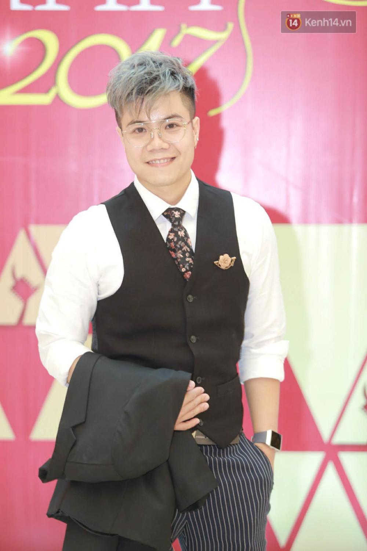 Nhã Phương khoe lưng trần gợi cảm cùng dàn sao Việt đổ bộ thảm đỏ Cánh diều vàng 2017 - Ảnh 14.