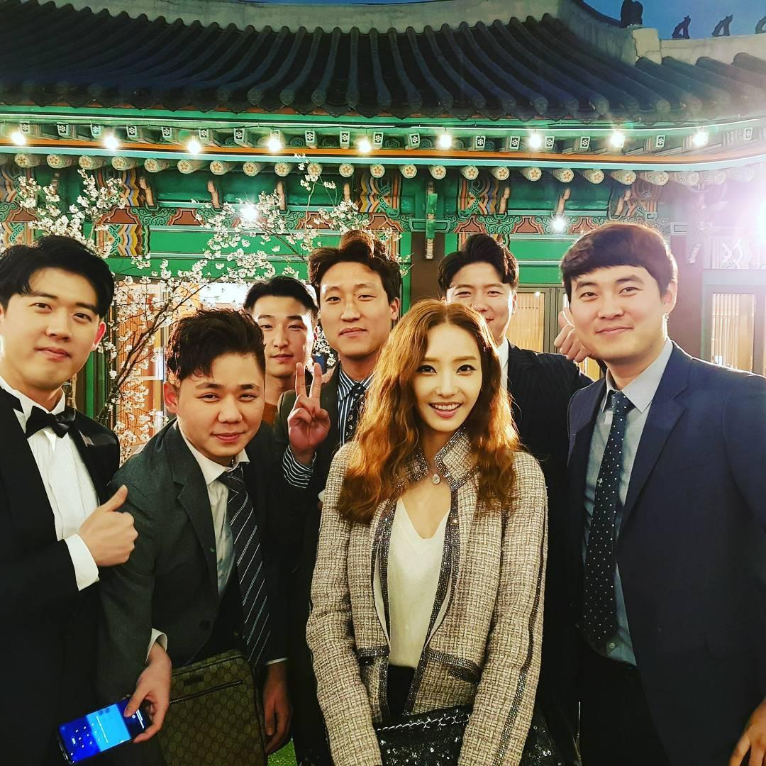 Đám cưới khủng mời toàn sao hạng A: Kim Bum lộ diện sau tin hẹn hò, Park Bo Gum bổ luống bên dàn tài tử - Ảnh 13.