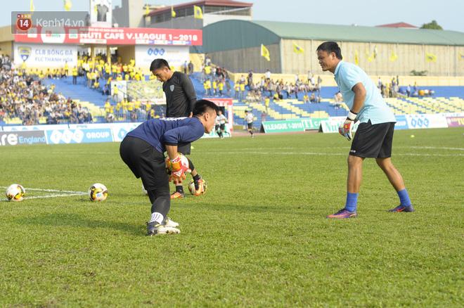 Thầy ngoại vừa từ chức, Bùi Tiến Dũng ngồi dự bị trận đầu tiên ở V.League 2018 - Ảnh 1.