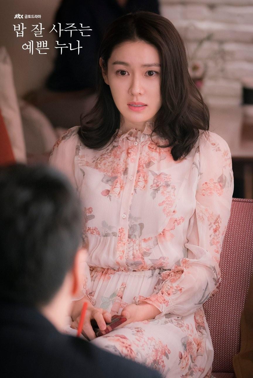 Cứ lo Chị Đẹp có tuổi thì lép vế, thế nhưng chị vẫn đẹp bất chấp cả khi đụng hàng với loạt sao Hàn khác - Ảnh 1.