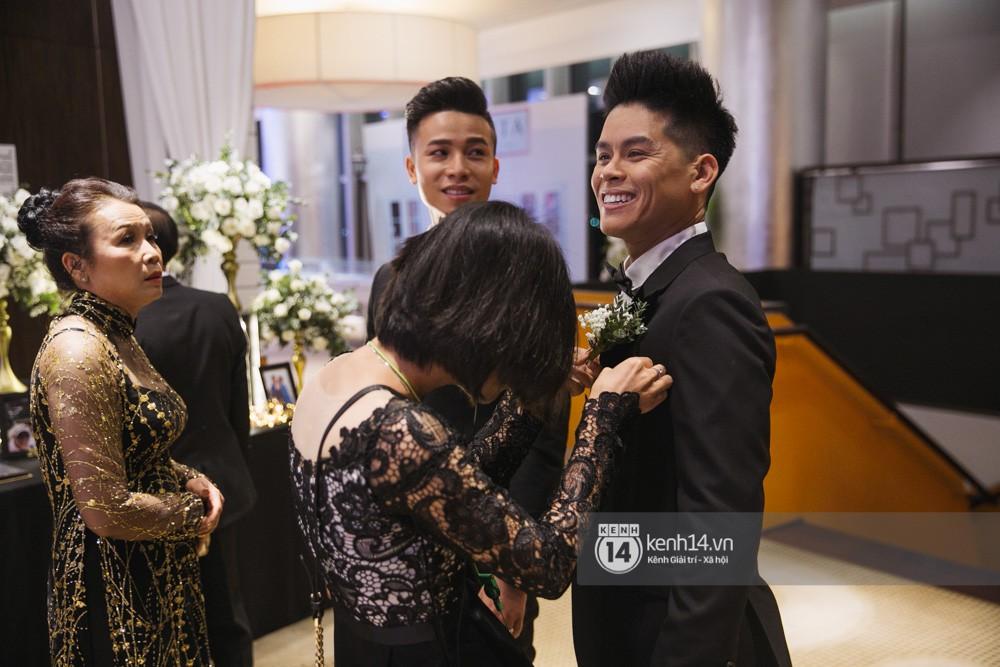 Bố mẹ hai bên gia đình có mặt đông đủ trong đám cưới của biên đạo John Huy Trần và bạn trai Nhiệm Huỳnh - Ảnh 4.