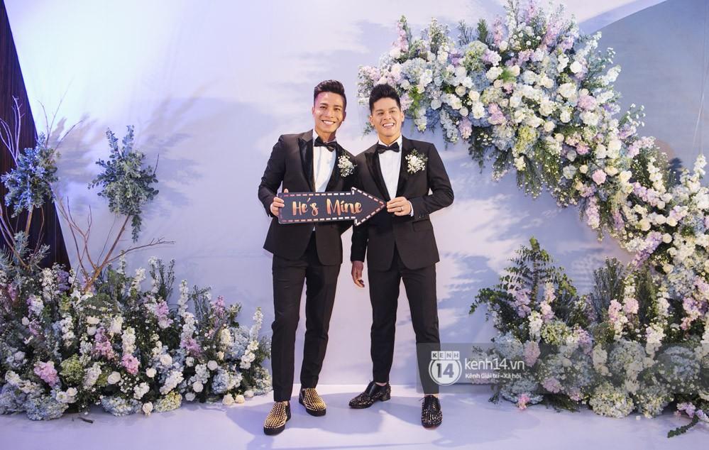 Bố mẹ hai bên gia đình có mặt đông đủ trong đám cưới của biên đạo John Huy Trần và bạn trai Nhiệm Huỳnh - Ảnh 2.