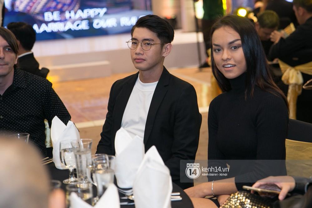 Trấn Thành bảnh bao, Hà Anh khệ nệ vác bụng bầu 7 tháng dự đám cưới John Huy Trần và bạn trai - Ảnh 8.
