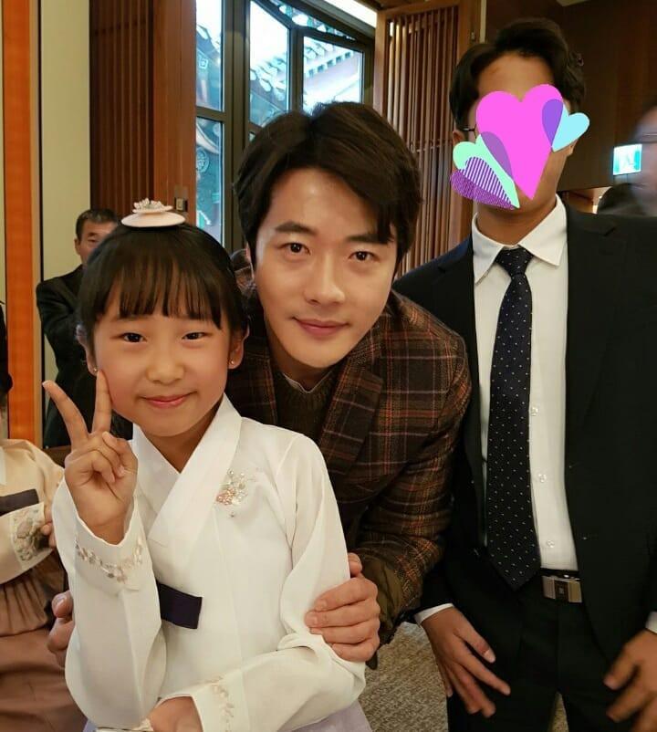Đám cưới khủng mời toàn sao hạng A: Kim Bum lộ diện sau tin hẹn hò, Park Bo Gum bổ luống bên dàn tài tử - Ảnh 12.