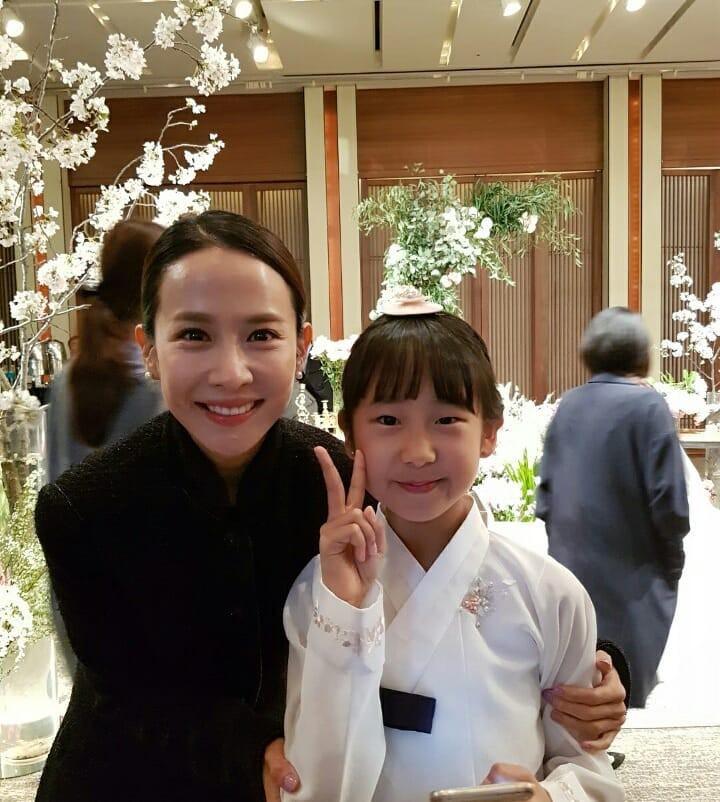Đám cưới khủng mời toàn sao hạng A: Kim Bum lộ diện sau tin hẹn hò, Park Bo Gum bổ luống bên dàn tài tử - Ảnh 15.