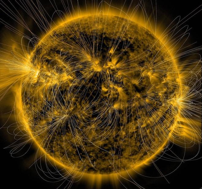 Xuất hiện ba lỗ tròn nhỏ mới trên bề mặt Mặt Trời, tạo ra bão địa từ cấp độ nhẹ hướng tới Trái Đất - Ảnh 1.