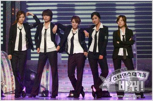 Những sân khấu vũ đạo đỉnh của đỉnh ghi dấu: Thời hoàng kim Kpop chỉ có thể là đây - Ảnh 4.