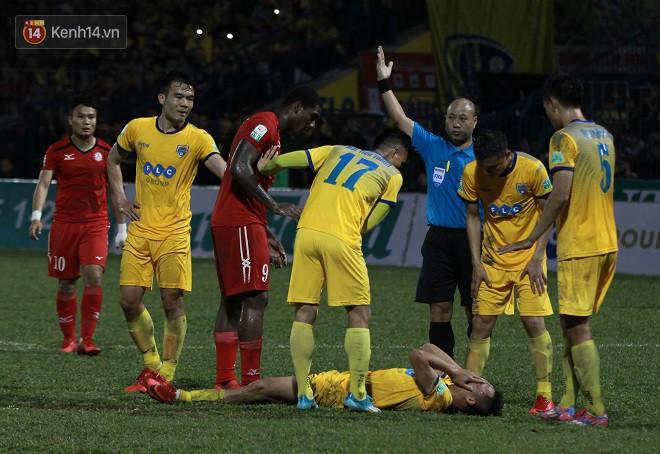 Đội bóng của Công Vinh nhận tới 15 thẻ vàng, HLV Miura nói gì? - Ảnh 1.