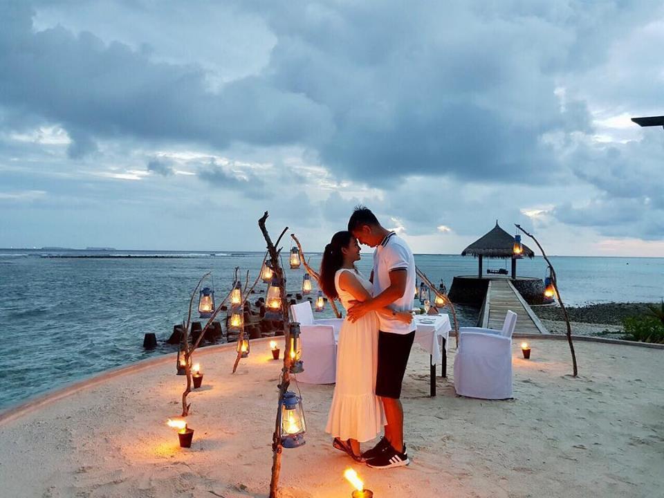 Bình Minh và bà xã ngọt ngào kỉ niệm 10 năm bên nhau tại thiên đường Maldives - Ảnh 1.