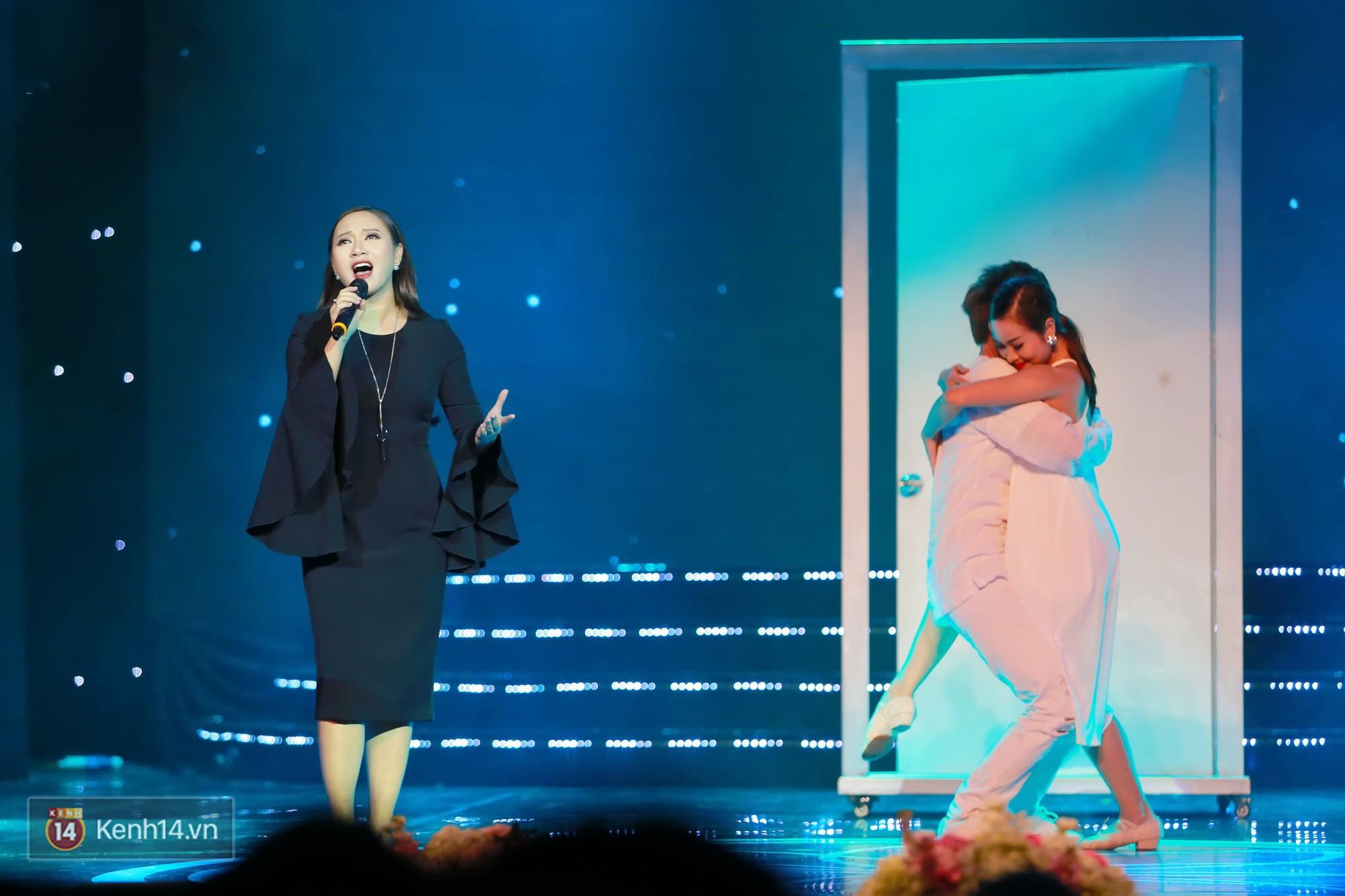 Đông Nhi diện áo dài đằm thắm, mang Cô Ba Sài Gòn khuấy động lễ trao giải Cánh Diều - Ảnh 6.