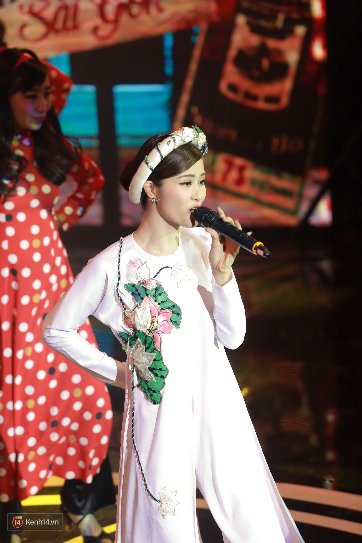 Đông Nhi diện áo dài đằm thắm, mang Cô Ba Sài Gòn khuấy động lễ trao giải Cánh Diều - Ảnh 2.