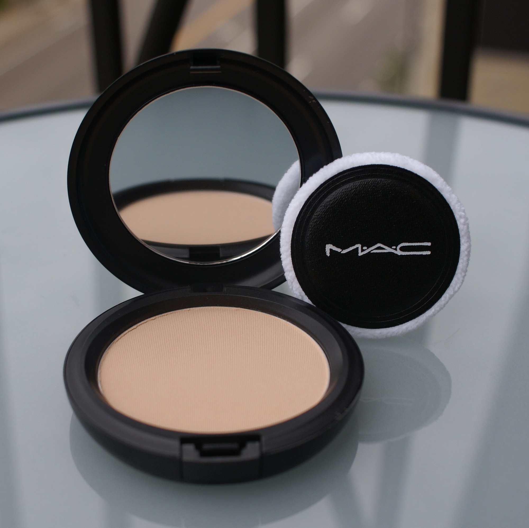 Cô nàng nào cũng cần: Cẩm nang chi tiết các bước makeup cho da căng bóng mà vẫn ráo mịn từ chuyên gia - Ảnh 10.