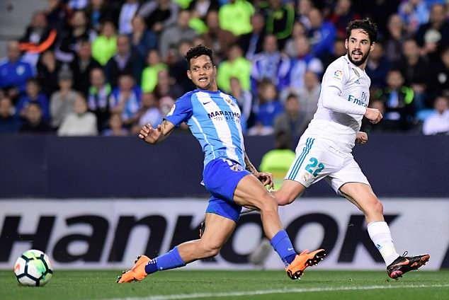 Ronaldo vắng mặt, Real Madrid thắng dễ Malaga nhờ kép phụ Isco - Ảnh 6.