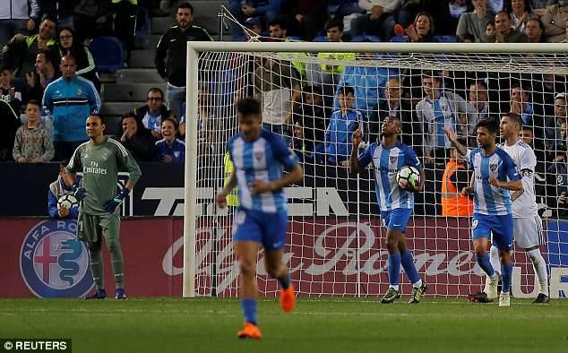 Ronaldo vắng mặt, Real Madrid thắng dễ Malaga nhờ kép phụ Isco - Ảnh 7.