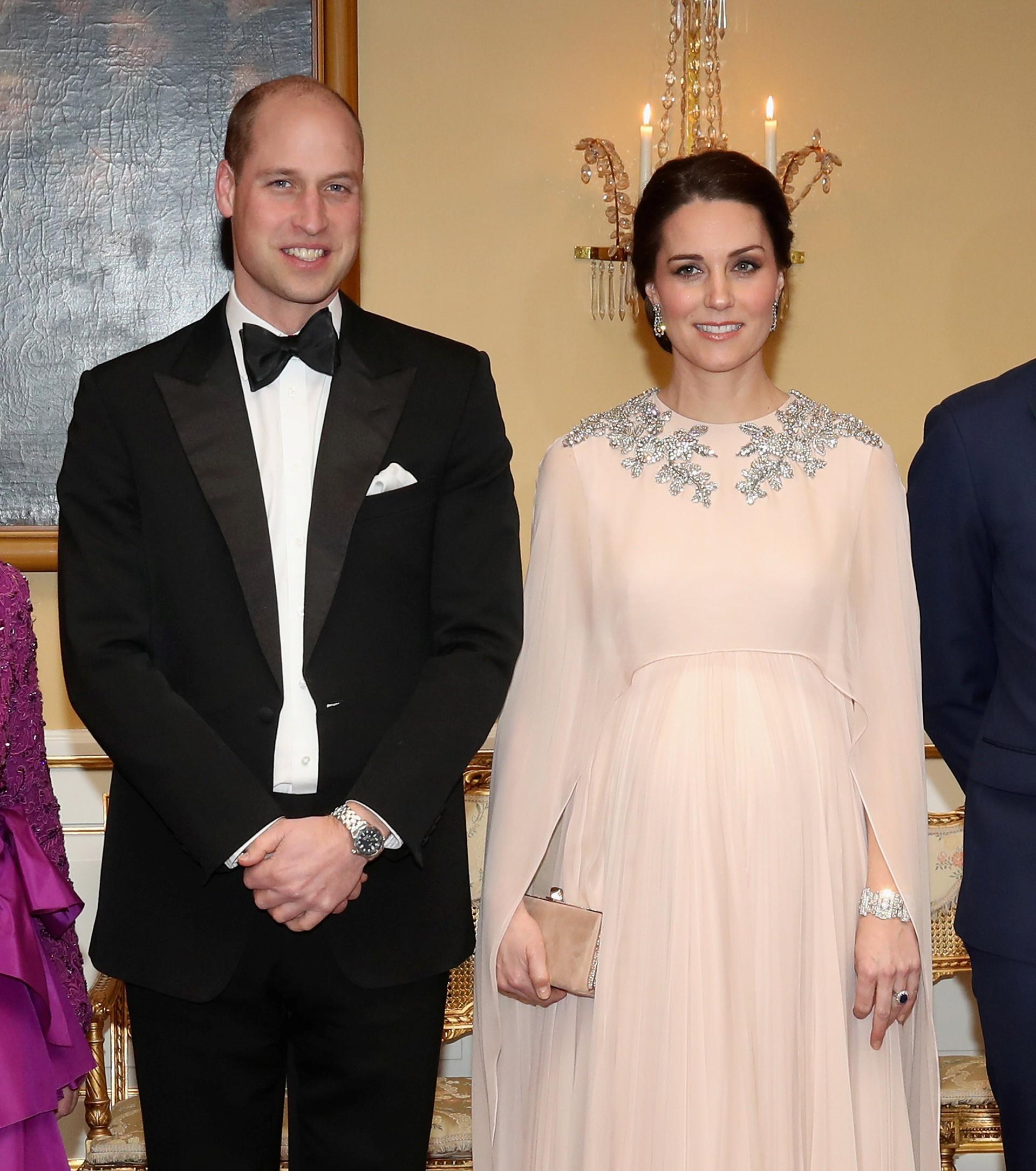 Chênh nhau có 1 tuổi mà khi đụng hàng: Phạm Băng Băng và Kate Middleton lại khác nhau quá đỗi - Ảnh 1.