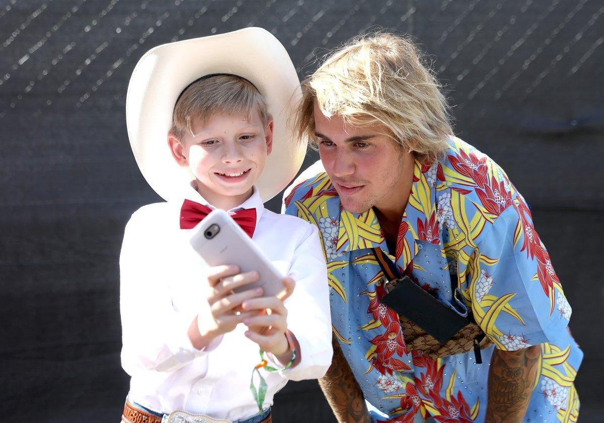 Bất bình vì cảnh hành hung phụ nữ, Justin Bieber xông vào đấm kẻ bạo lực tại Coachella - Ảnh 1.