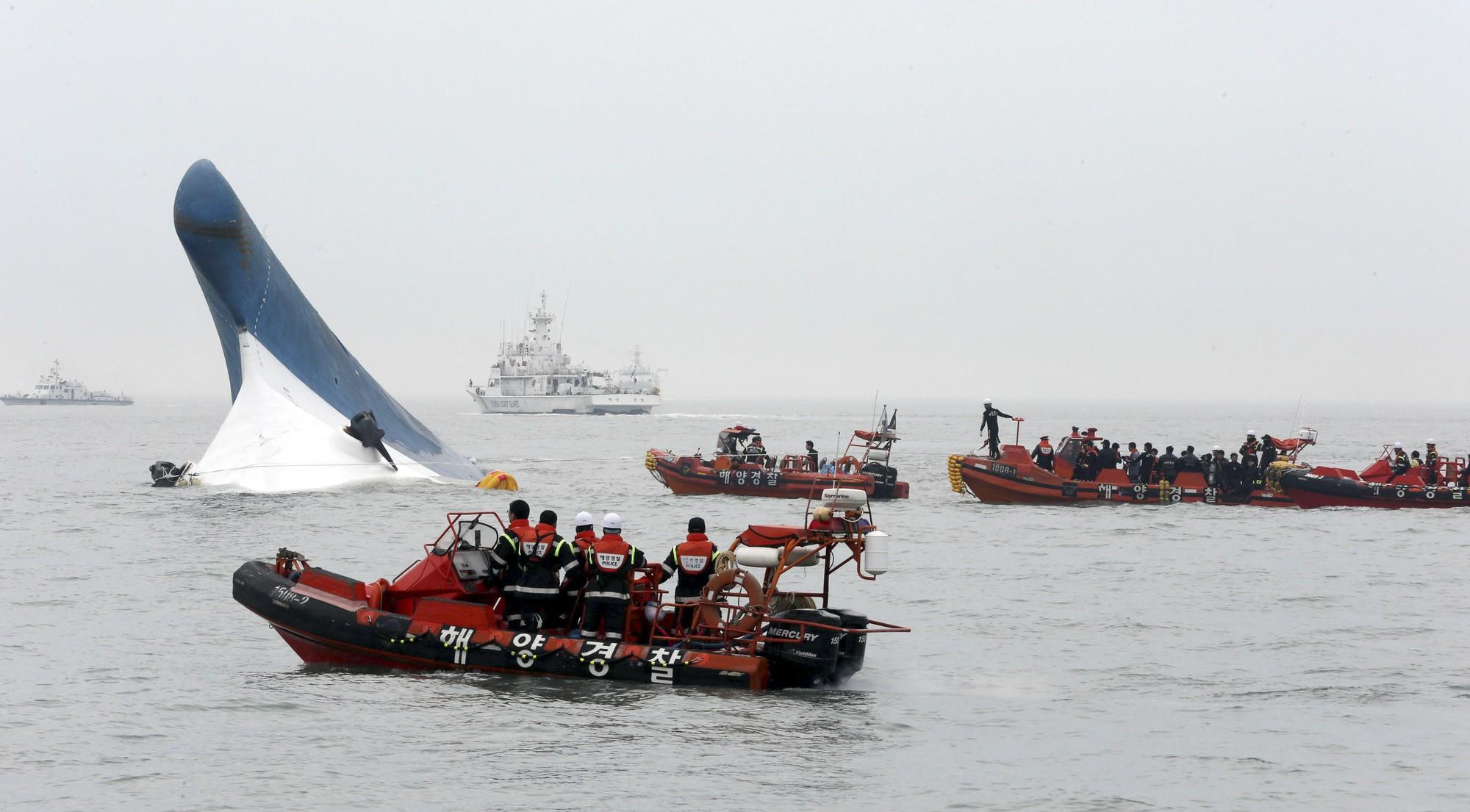 Những hình ảnh trong vụ chìm phà Sewol khiến hơn 300 người thiệt mạng vẫn khiến mọi người ám ảnh - Ảnh 2.