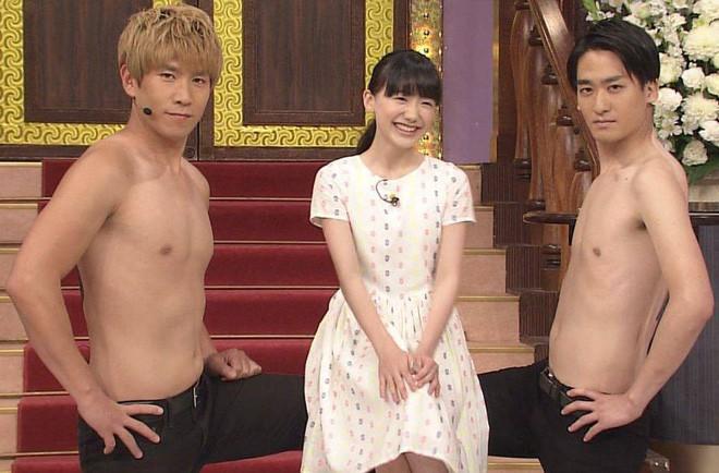 Mana-chan, cô bé đang gây sốt với clip quên người yêu cũ đi, vì vẫn còn 3 tỷ 50 triệu đàn ông trên thế giới là ai? - Ảnh 2.