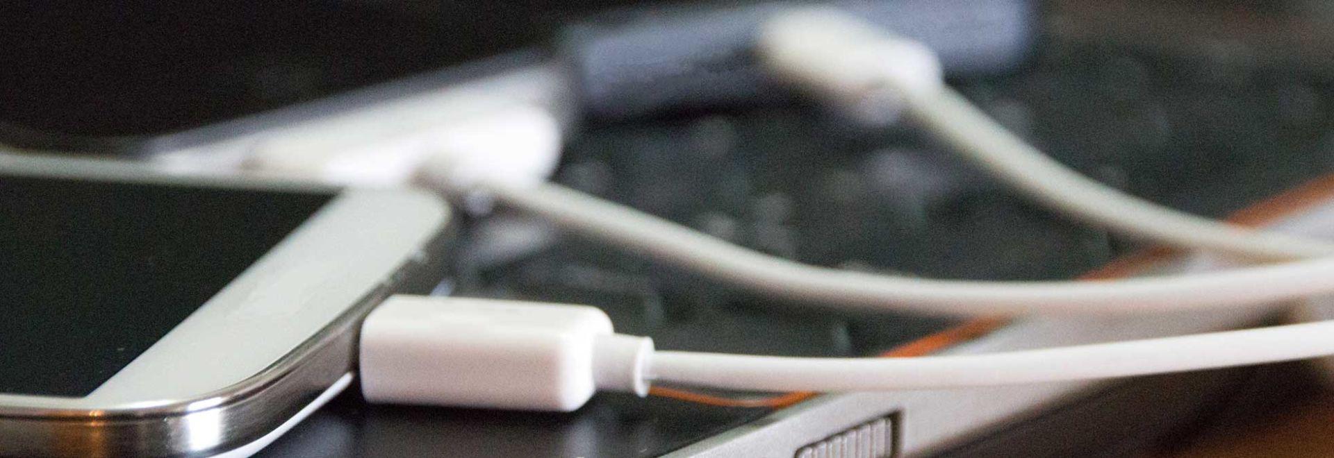 Smartphone có thật sự sạc pin nhanh hơn khi bật chế độ máy bay? - Ảnh 2.