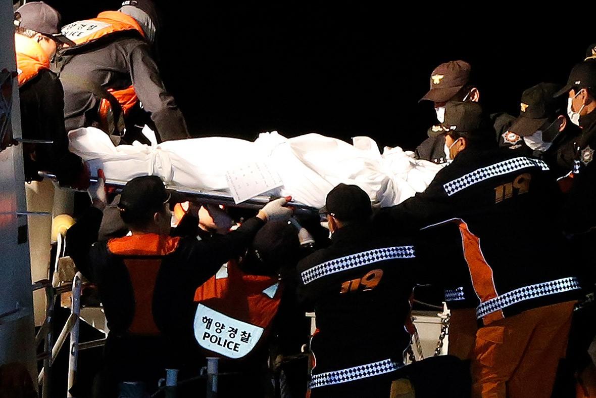 Những hình ảnh trong vụ chìm phà Sewol khiến hơn 300 người thiệt mạng vẫn khiến mọi người ám ảnh - Ảnh 12.