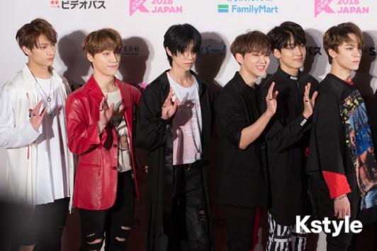 Thảm đỏ KCON 2018 Nhật: 2 nữ thần tượng bị chê xấu nhất lịch sử Kpop cùng lộ diện bên quân đoàn idol đình đám - Ảnh 22.