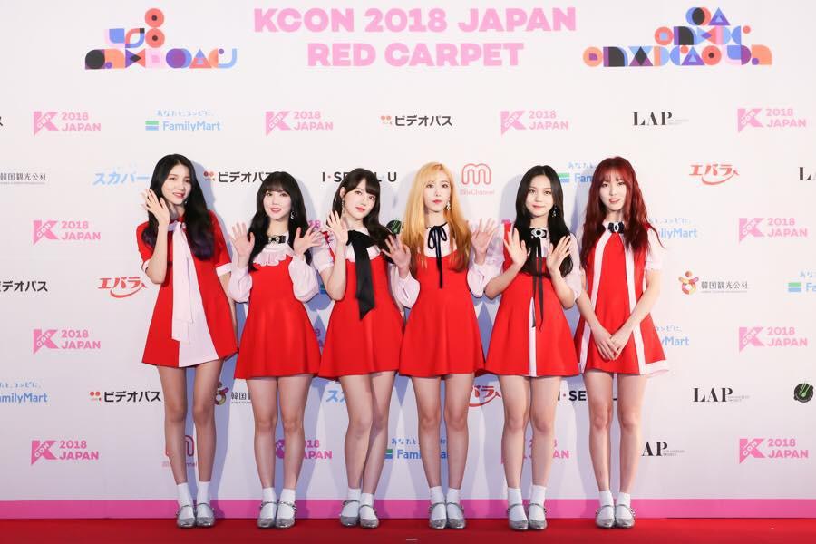 Thảm đỏ KCON 2018 Nhật: 2 nữ thần tượng bị chê xấu nhất lịch sử Kpop cùng lộ diện bên quân đoàn idol đình đám - Ảnh 1.