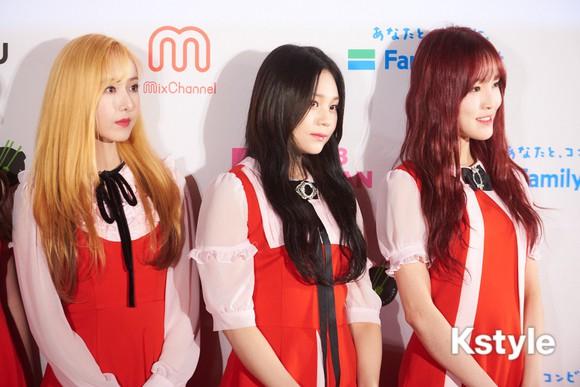 Thảm đỏ KCON 2018 Nhật: 2 nữ thần tượng bị chê xấu nhất lịch sử Kpop cùng lộ diện bên quân đoàn idol đình đám - Ảnh 2.