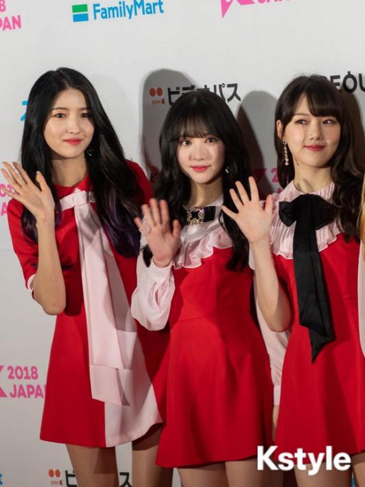 Thảm đỏ KCON 2018 Nhật: 2 nữ thần tượng bị chê xấu nhất lịch sử Kpop cùng lộ diện bên quân đoàn idol đình đám - Ảnh 3.