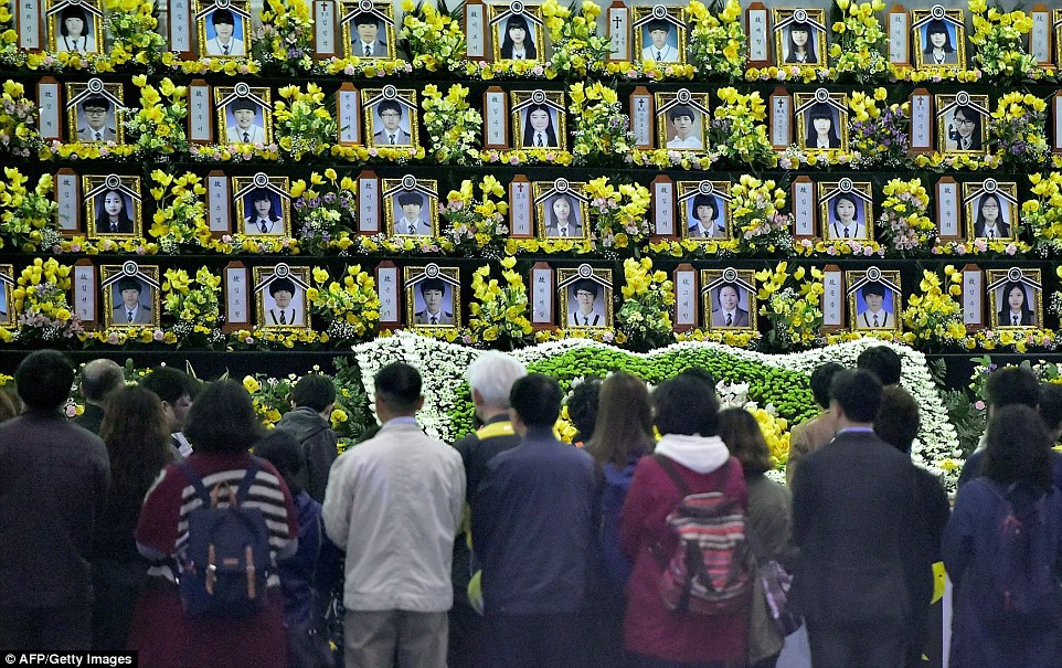 Những hình ảnh trong vụ chìm phà Sewol khiến hơn 300 người thiệt mạng vẫn khiến mọi người ám ảnh - Ảnh 22.