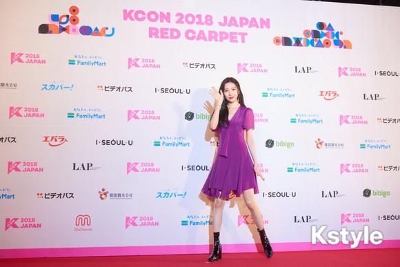 Thảm đỏ KCON 2018 Nhật: 2 nữ thần tượng bị chê xấu nhất lịch sử Kpop cùng lộ diện bên quân đoàn idol đình đám - Ảnh 24.