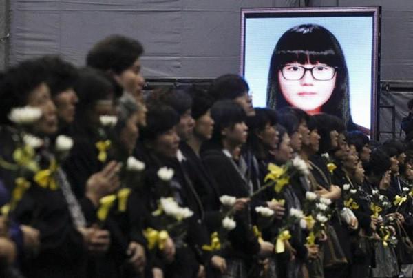 Những hình ảnh trong vụ chìm phà Sewol khiến hơn 300 người thiệt mạng vẫn khiến mọi người ám ảnh - Ảnh 23.