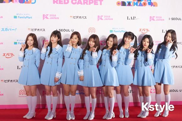 Thảm đỏ KCON 2018 Nhật: 2 nữ thần tượng bị chê xấu nhất lịch sử Kpop cùng lộ diện bên quân đoàn idol đình đám - Ảnh 26.