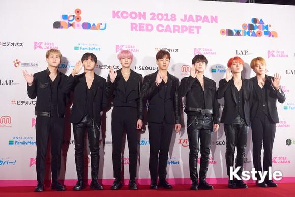 Thảm đỏ KCON 2018 Nhật: 2 nữ thần tượng bị chê xấu nhất lịch sử Kpop cùng lộ diện bên quân đoàn idol đình đám - Ảnh 37.