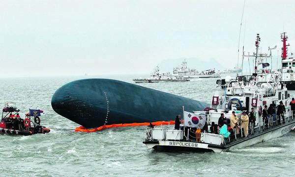 Những hình ảnh trong vụ chìm phà Sewol khiến hơn 300 người thiệt mạng vẫn khiến mọi người ám ảnh - Ảnh 9.