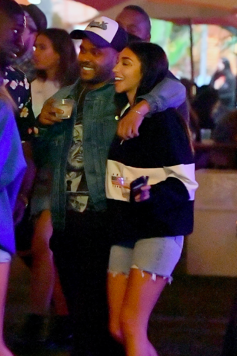 Lần thứ 3, The Weeknd lại tiếp tục tình tứ bên một người đẹp từng là... bạn gái của Justin Bieber - Ảnh 2.