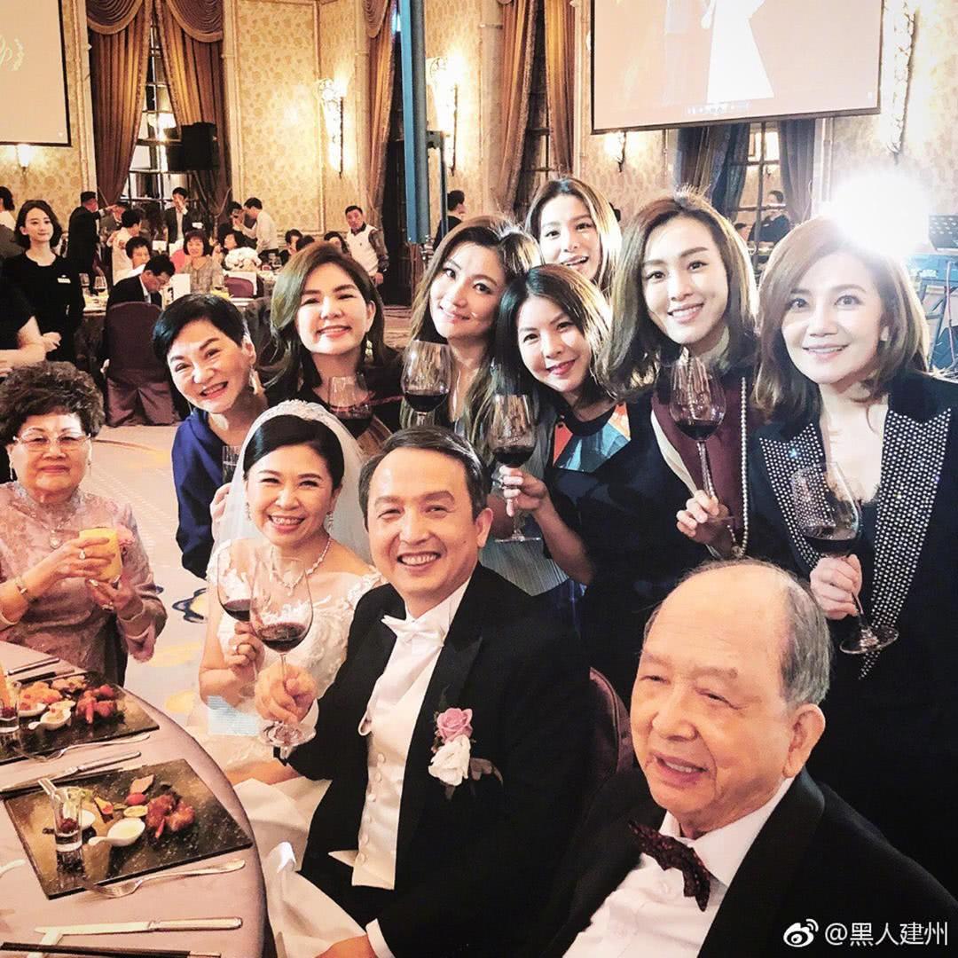 Đám cưới hoành tráng mời nửa showbiz Đài: Cô dâu năm nay đã 54 tuổi - Ảnh 5.