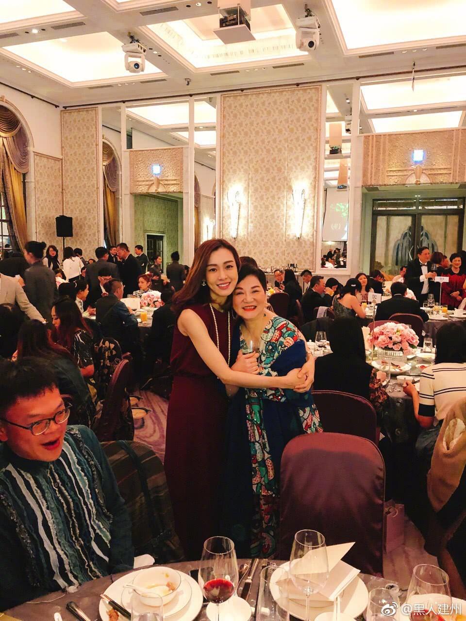 Đám cưới hoành tráng mời nửa showbiz Đài: Cô dâu năm nay đã 54 tuổi - Ảnh 12.