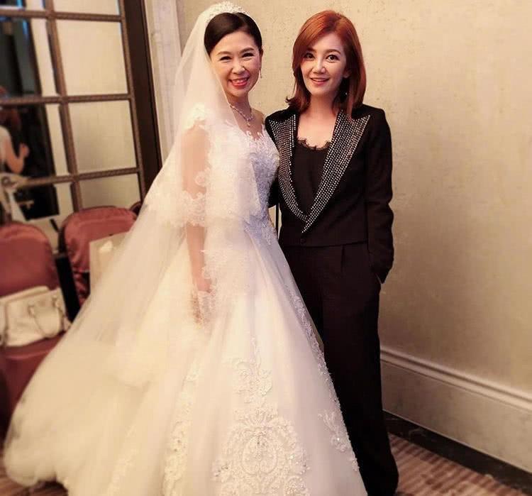 Đám cưới hoành tráng mời nửa showbiz Đài: Cô dâu năm nay đã 54 tuổi - Ảnh 13.