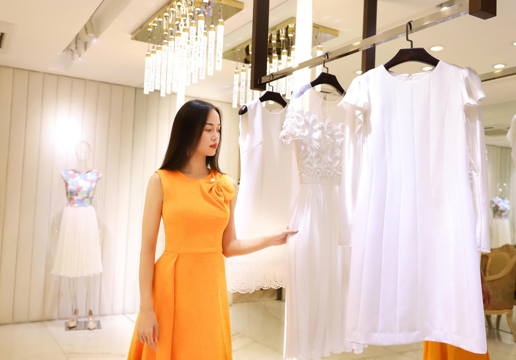 Đỗ Mỹ Linh, Jun Vũ, Quỳnh Anh Shyn cùng loạt sao tất bật lên đồ, chuẩn bị đọ sắc tại show của NTK Công Trí - Ảnh 12.