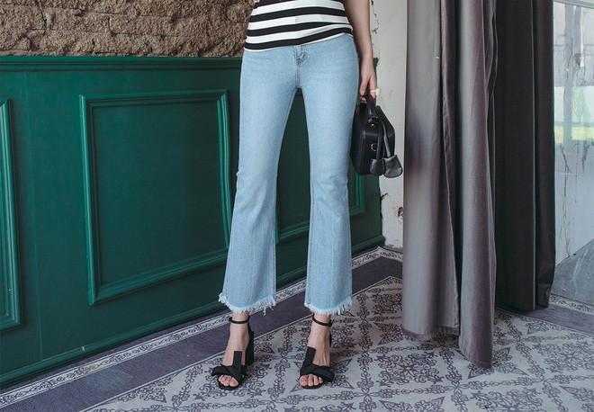 4 lưu ý giúp bạn diện quần jeans ống vẩy max đẹp - Ảnh 1.