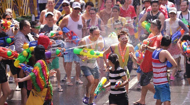 Con số đau lòng mỗi mùa lễ hội té nước qua đi: 378 người thiệt mạng tại Thái Lan sau 6 ngày Tết Songkran - Ảnh 1.