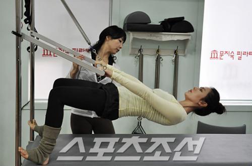 """""""Chị đẹp"""" Son Ye Jin giữ dáng bao nhiêu năm vẫn đẹp như tạc nhờ phương pháp đơn giản này - Ảnh 4."""
