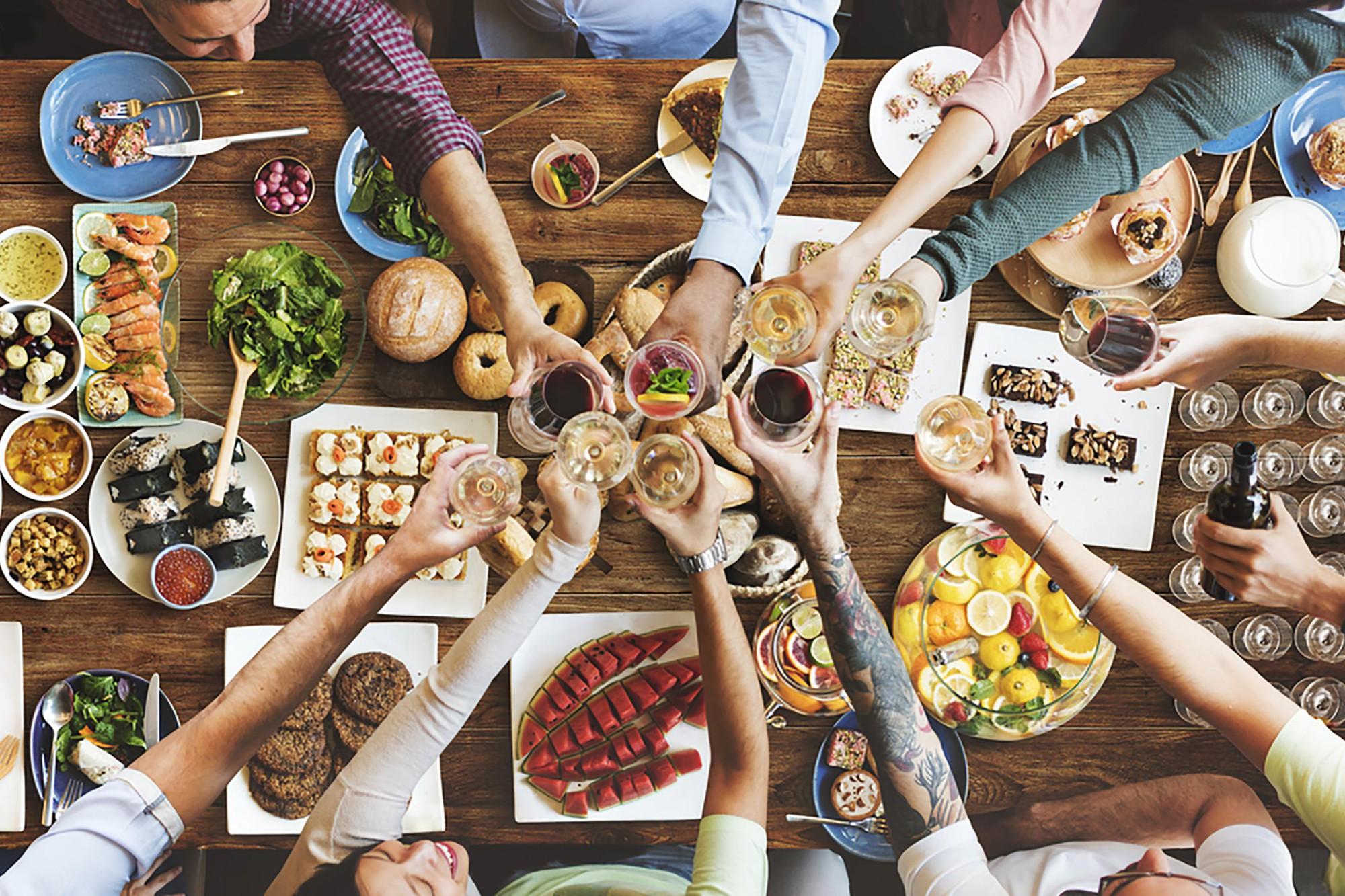 Đã dặn lòng phải giảm cân nhưng vẫn ăn uống quá độ? Đây có thể là những sai lầm bạn đang mắc phải - Ảnh 1.