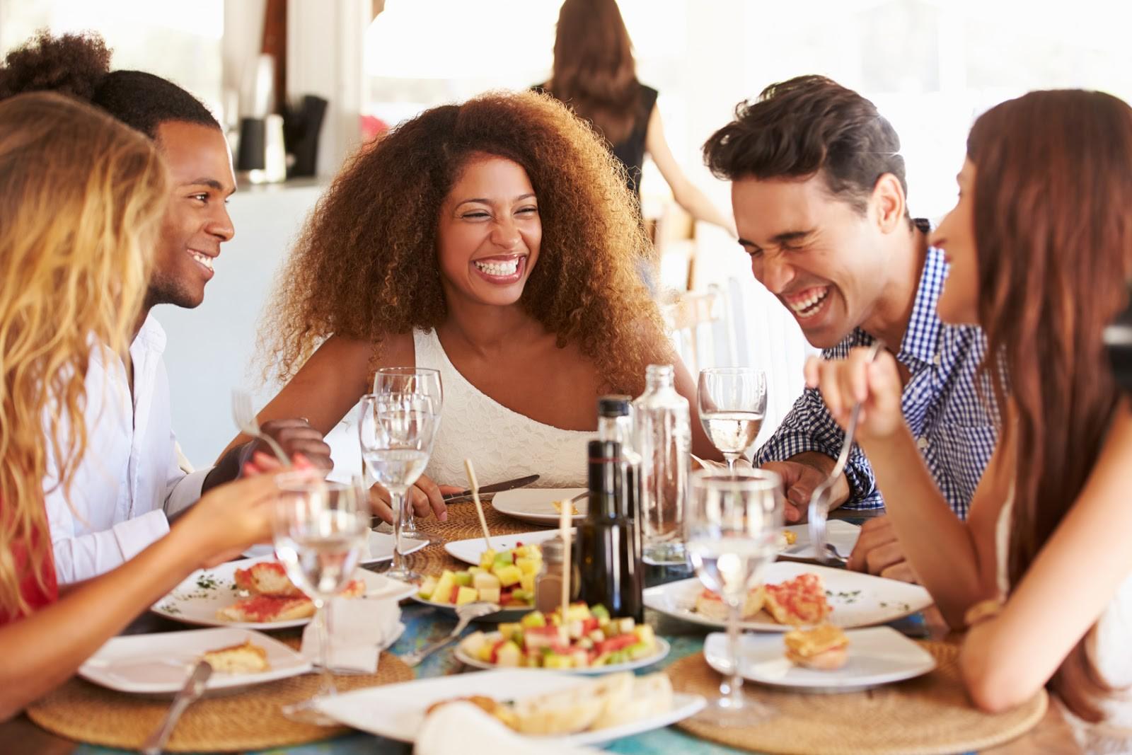 Đã dặn lòng phải giảm cân nhưng vẫn ăn uống quá độ? Đây có thể là những sai lầm bạn đang mắc phải - Ảnh 2.