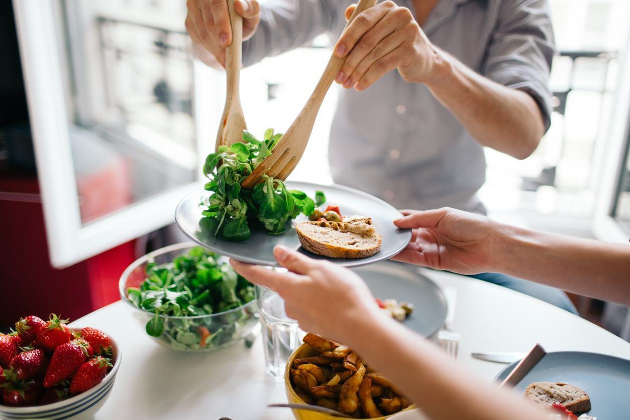 Đã dặn lòng phải giảm cân nhưng vẫn ăn uống quá độ? Đây có thể là những sai lầm bạn đang mắc phải - Ảnh 4.