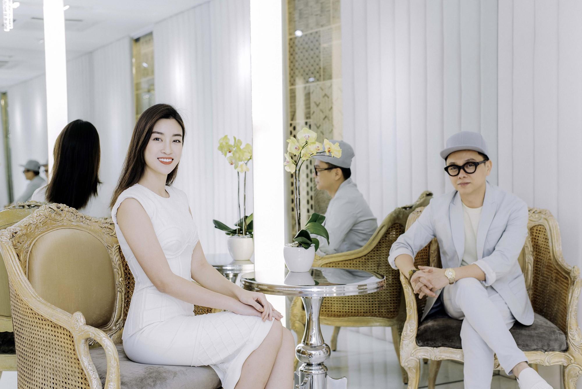 Đỗ Mỹ Linh, Jun Vũ, Quỳnh Anh Shyn cùng loạt sao tất bật lên đồ, chuẩn bị đọ sắc tại show của NTK Công Trí - Ảnh 6.