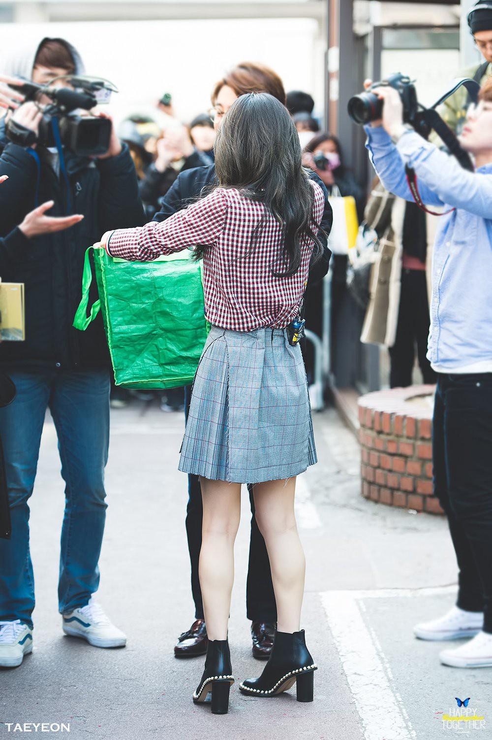 Dáng đẹp quá cũng khổ, Taeyeon lúc nào cũng chật vật với chân váy và shorts vì vòng eo siêu bé - Ảnh 7.